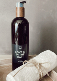 Shampoo 'love is in the hair'
