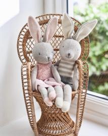 Knuffel konijn meisje