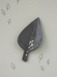 Brooche | Leaf | Large | Dark grey