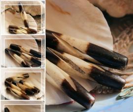 BONE - 1 Mooie Hand-bewerkte Kraal van Been - ca 24 of 38 mm lang - Zwart Bruin Off-White