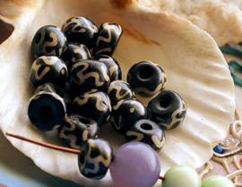 Batik BONE:  set/5 Mantra Kralen van Been - Ohm Om - Tibet - Rond Plat - ca 8x5,5 mm - Zwart Off-White