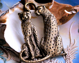 1 Grote Hanger: Jachtluipaard - Cheetah - 65 mm - Antiek Koper/Brons Kleur