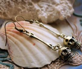 Paar Oorbellen: Skull & Bone - 48 mm lang - Antiek Goud Kleur