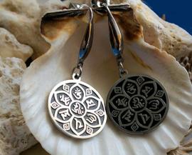 Paar RVS Oorbellen: LOTUS met Ohm Om Aum Mantra - Zilver met Zwart