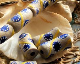 set/2 Grote Krobo TRADE BEADS - Kralen uit Ghana - Glas - ca 20-22 mm - Lichtgrijs Geel Blauw Wit