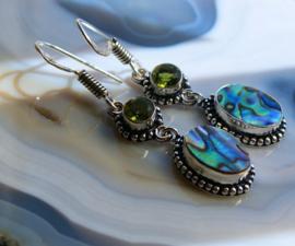 Paar mooie Oorbellen: echt Peridoot & Paua Abalone in Pauwenveer kleuren