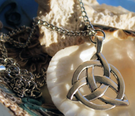 Wicca Celtic Triquetra Hanger (35 mm) aan Ketting