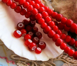 set/10 ANTIEKE TRADE BEADS Handelskralen: Afrika Europa - White Heart - ca 5 mm - Koraal-Rood