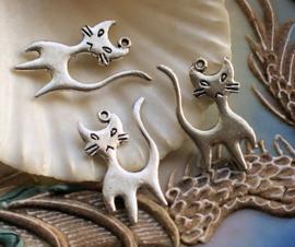 1 Bedel: Kat Poes - 22x15 mm - Tibetaans Zilver