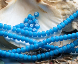set/15 ANTIEKE TRADE BEADS Handelskralen: Afrika Europa - White Heart - ca 5 mm - Aqua Blauw