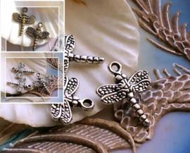 1 Bedel: Libel - 20x16 mm - Antiek Zilver kleur of Brons kleur