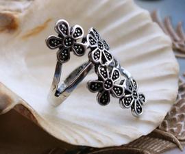 Ring: Bloemen - maat: 18 mm - Antiek Zilver Kleur
