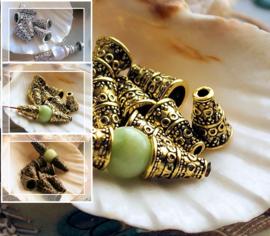 set/8 Kralen Kapjes: Tibetaans - Repoussé - 10x7 mm - Antiek Zilver of Brons of Antiek Goud Kleur