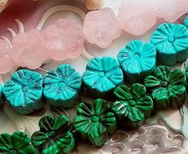 1 Edelsteen Kraal: Bloem - ca 14,5 mm - Malachiet - Rozenkwarts - Turquoise Howliet