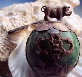 Beeldje/Presse Papier: Varken op Bal van Groen Jade - 55 mm hoog