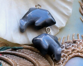 1 Hangertje: Catseye Glas - Dolfijn - 19x18 mm - Grijs