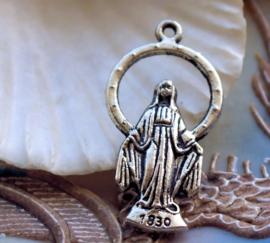 Hanger: Maria met Gebedje - 36 mm - Antiek Zilver Kleur