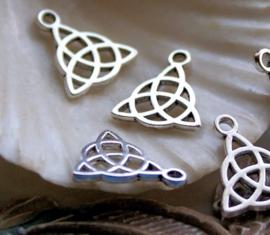 set/5 Bedels: TRIQUETRA Wicca Celtic Godin - 17x15 mm - Antiek Zilver Kleur