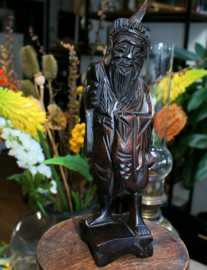 Voor je Wunder-Kabinet: Oud houten beeldje van Aziatische man
