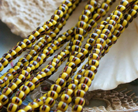 set/20 ANTIEKE TRADE BEADS Handelskralen: Afrika Boheems -  4 mm - Geel Zwart Steen-Rood