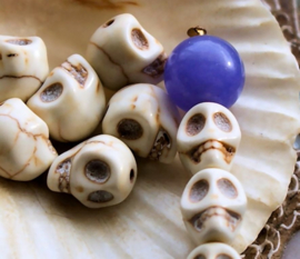 set/5 Kralen: SKULL van Howliet - 10x8 mm - Off White