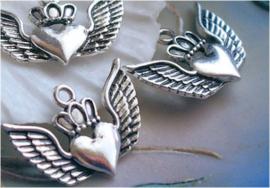 set/3 Bedels: Hartje met Kroon en Vleugels - 24x17 mm - Antiek Zilver Kleur Metaal