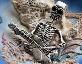 Grote Hanger: Skelet Gitarist - 6,5 cm - Antiek Zilver Kleur