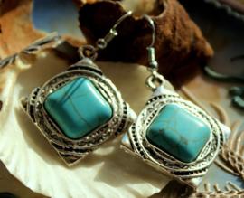 Paar Oorbellen: Tibet - Turquoise Howliet - Antiek Zilver Kleur