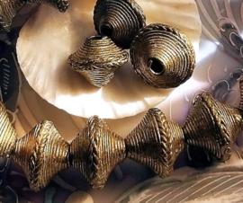 1 Mooie Grote Handgemaakte kraal uit AFRIKA Kenia - Koper - ca 18-19 mm