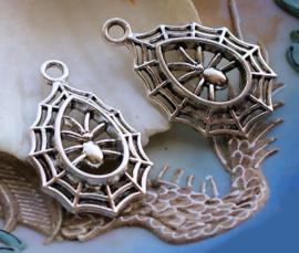 1 Hanger: Spin in Web - 35 mm - Antiek Zilver Kleur