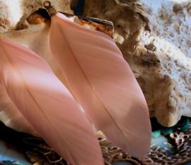 Hanger: echt Veertje aan oogje van koper - ca 7-7,5 cm - Roze