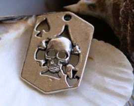 Hanger: Skull - Ace of Spades - Scheermes - 33x22 mm - Antiek Zilver Kleur Metaal