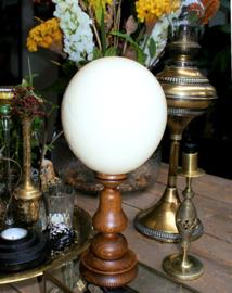 Struisvogel Ei op Vintage standaard