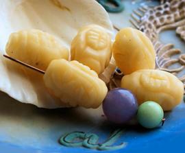 1 Kraal: echt JADE - Prayerbead met Symbolen - 18x13 mm - Zand/Crème Kleur