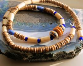 C&G Collier: Antieke White Heart & Venetiaanse Tradebeads - Bone - Kokos
