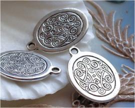 1 Bedel: Gedetailleerde Tibetaanse Decoratie - 23x17 mm - Antiek Zilver Kleur Metaal