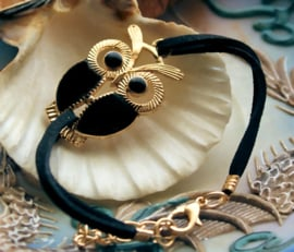 Armband: Uil - Zwart Imitatie Suède + Goud Kleur - Verstelbaar