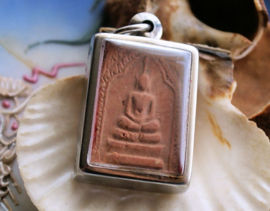 Oude Klei Tempel Amulet uit Thailand in Hanger: Boeddha - 42 mm