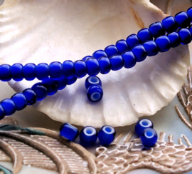 set/15 ANTIEKE TRADE BEADS Handelskralen: Afrika Europa - White Heart - ca 5 mm - Kobalt Blauw