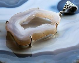 Prachtige Hanger: Agaat Geode Druzy - Verzilverd - 64-66 mm - Opaal Grijs