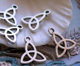 set/5 Bedels: TRIQUETRA Wicca Celtic Godin - 16x14 mm - Antiek Zilver Kleur