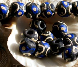 set/4 Krobo TRADE BEADS - Handelskralen uit Ghana - Glas - ca 11 mm - Zwart Kobalt Blauw Off-White