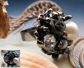 Ring met Roos & Parels - maat: verstelbaar vanaf 18 mm
