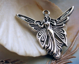 1 Hanger: Elfje met Vlinder Vleugels - 38 mm - Antiek Zilver Kleur