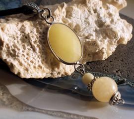 C&G Ketting: Licht Geel Jade aan Suede veter
