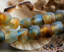 set/2 TRADE BEADS - Handelskralen uit Ghana - ca 13-14 mm - Amber Licht-Blauw