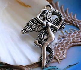 1 Hanger: Lilith - Fee/Engel met Slang - 42 mm - Antiek Zilver Kleur Metaal
