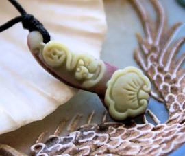 Hangertje: Geluks Vleermuisje + Lotus Blad - Zi Pao Jade - 28x11 mm