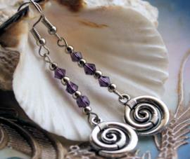 Paar lange Oorbellen: Hangers met Keltische/Spirituele Spiraal - Antiek Zilver Kleur en Paars
