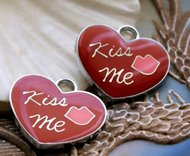 set/2 Charms: Epoxy on Metal - Heart - Kiss Me - 22x20 mm - Red
